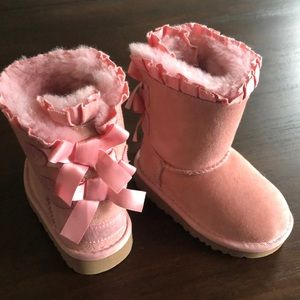 UGGS girls size 6T NWOT